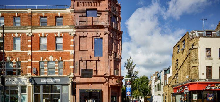 Amin Taha crea una réplica distorsionada del bloque de terrazas del siglo XIX en Londres