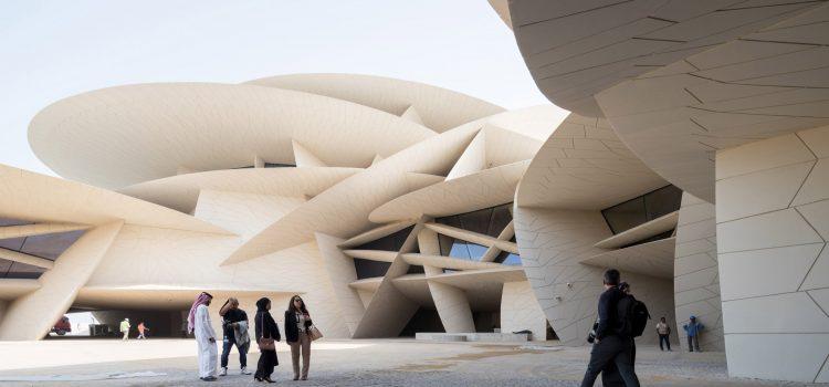 Esta semana se criticaron las prácticas no remuneradas y Jean Nouvel inauguró el Museo Nacional de Qatar.