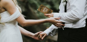 Tarjeta de boda; qué mensajes escribir a los novios