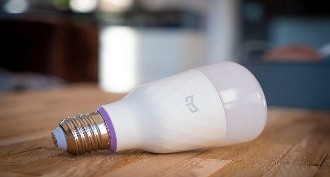 Controla tu casa con el mando a distancia con las bombillas inteligentes