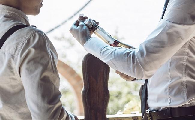 quitar las manchas de vino tinto