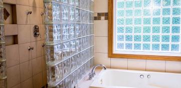 Cuáles son los beneficios y usos de los bloques de vidrio