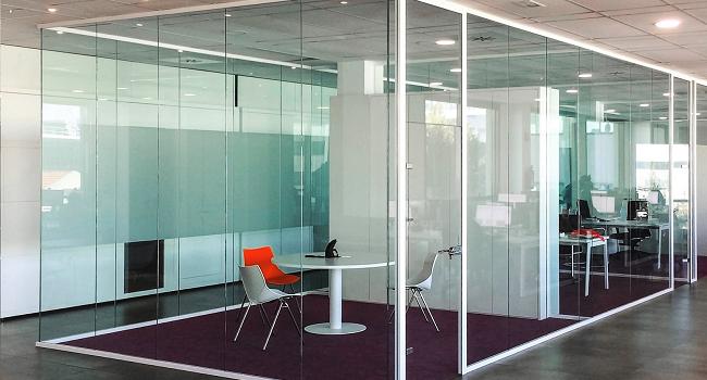 Consejos prácticos y modernos para decorar oficinas