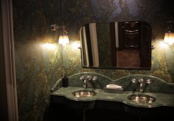 ¿Por qué está de moda el uso de la piedra en los cuartos de baño?